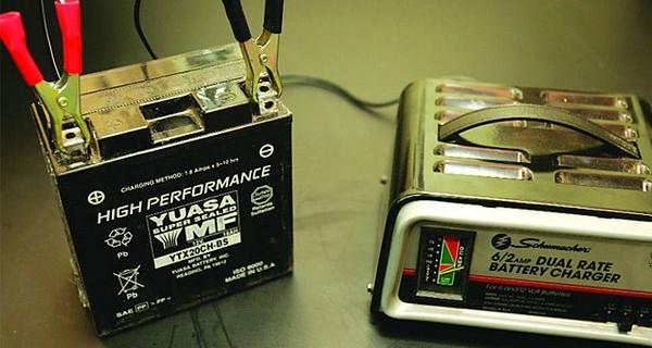 Зарядка аккумулятора на квадроцикле.