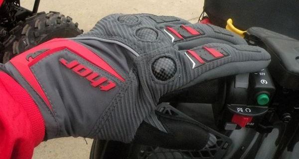 выбор перчаток для квадроцикла